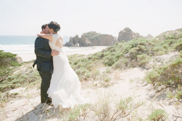 dramatic kiss on pfeiffer beach