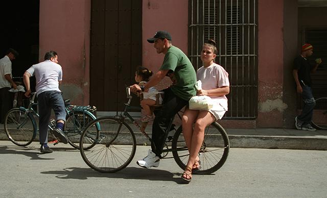 cuba-family-on-a-bike-by-douglas-despres640