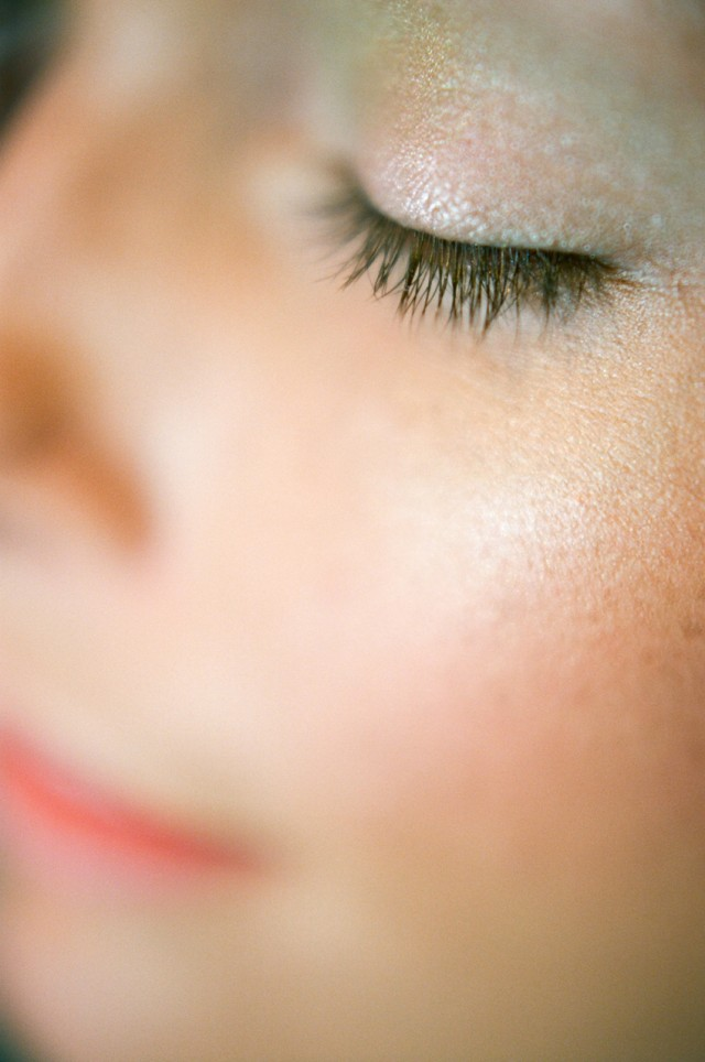 close up wedding makeup around eye lashes