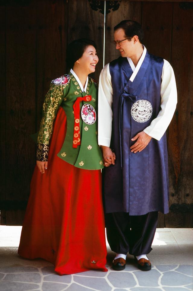 seoul traditional village engagement shoot by douglas despres-13
