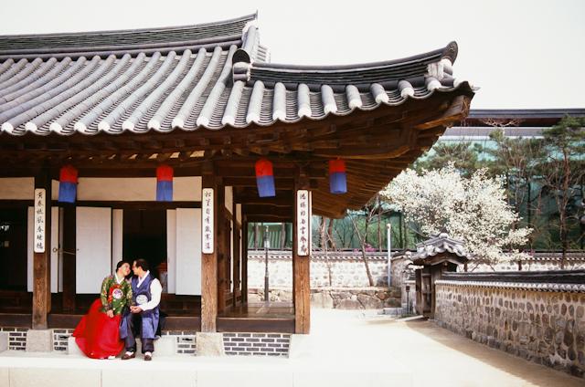 how to get to korea seoul village