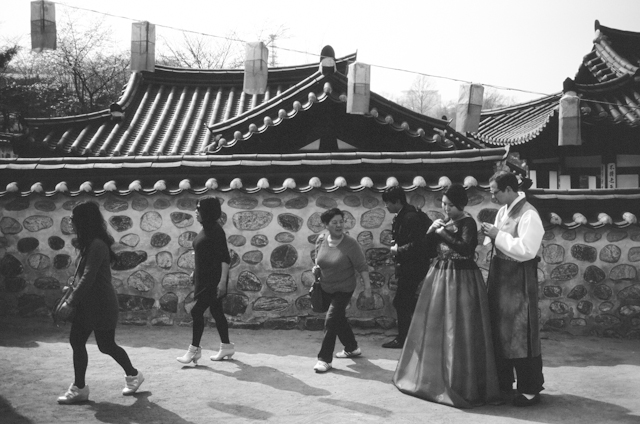 seoul traditional village engagement shoot by douglas despres-21
