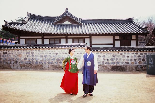 seoul traditional village engagement shoot by douglas despres-26