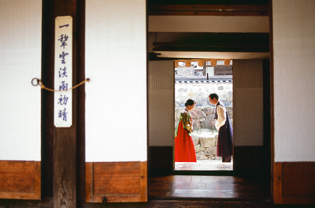 seoul traditional village engagement shoot by douglas despres-30