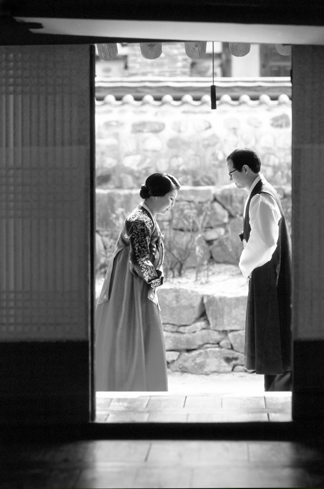 seoul traditional village engagement shoot by douglas despres-32