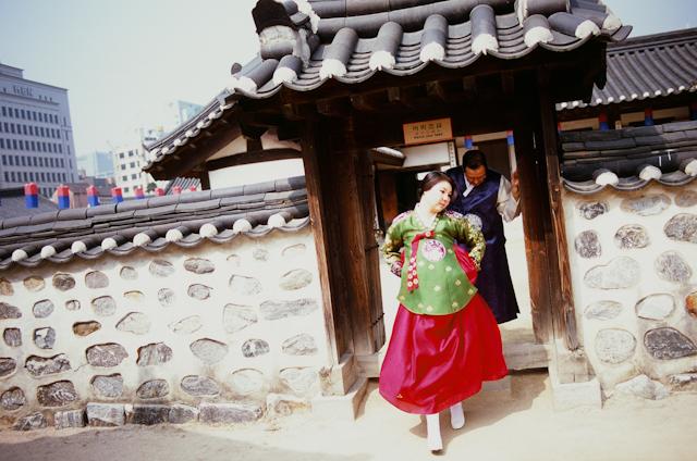 seoul traditional village engagement shoot by douglas despres-35