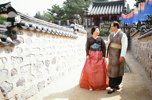 seoul traditional village engagement shoot by douglas despres-37