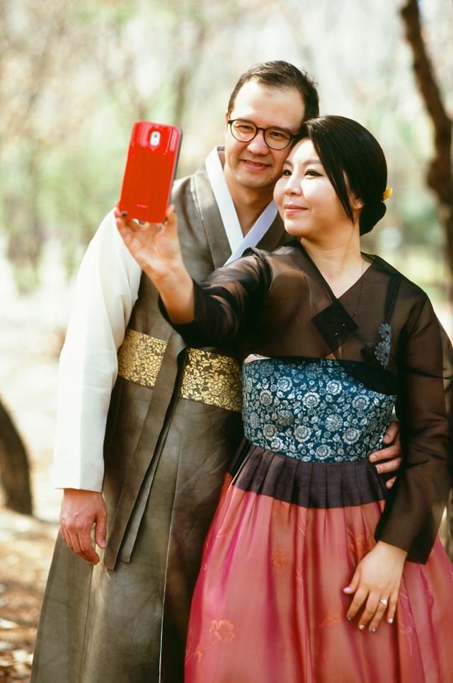 seoul traditional village engagement shoot by douglas despres-42