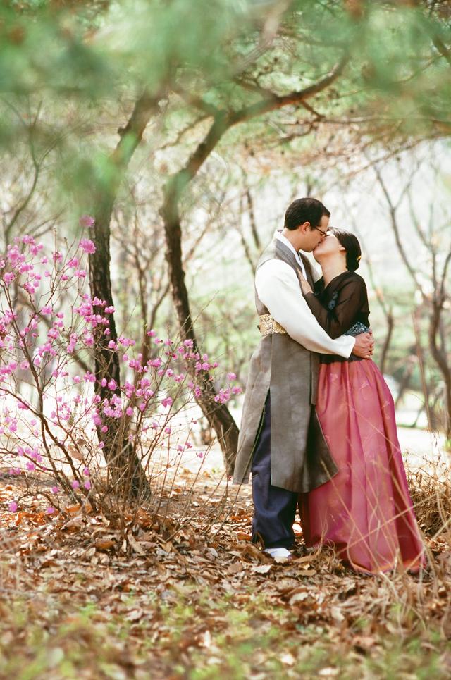 seoul traditional village engagement shoot by douglas despres-43