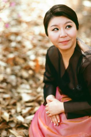 seoul traditional village engagement shoot by douglas despres-45
