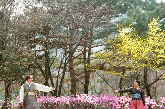 seoul traditional village engagement shoot by douglas despres-53