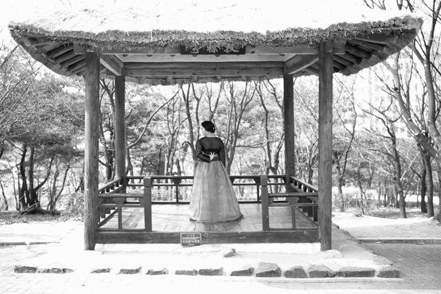 seoul traditional village engagement shoot by douglas despres-56