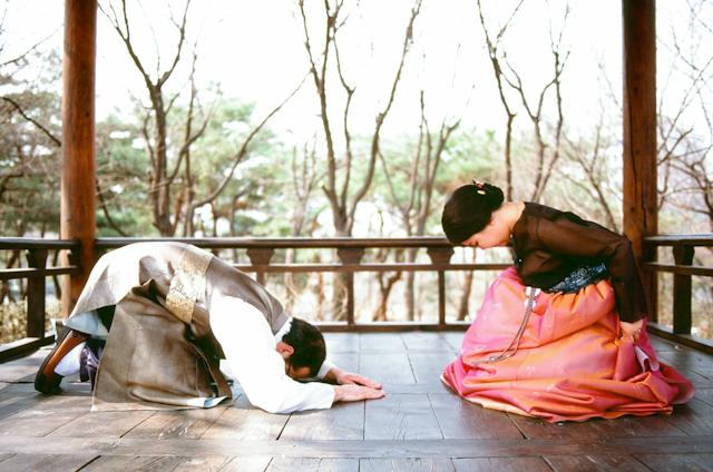 seoul traditional village engagement shoot by douglas despres-61