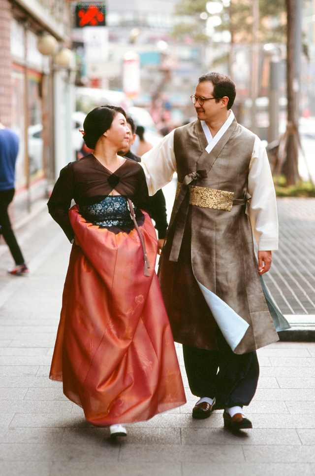 seoul traditional village engagement shoot by douglas despres-69