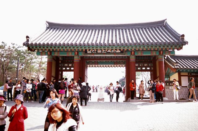 seoul traditional village engagement shoot by douglas despres